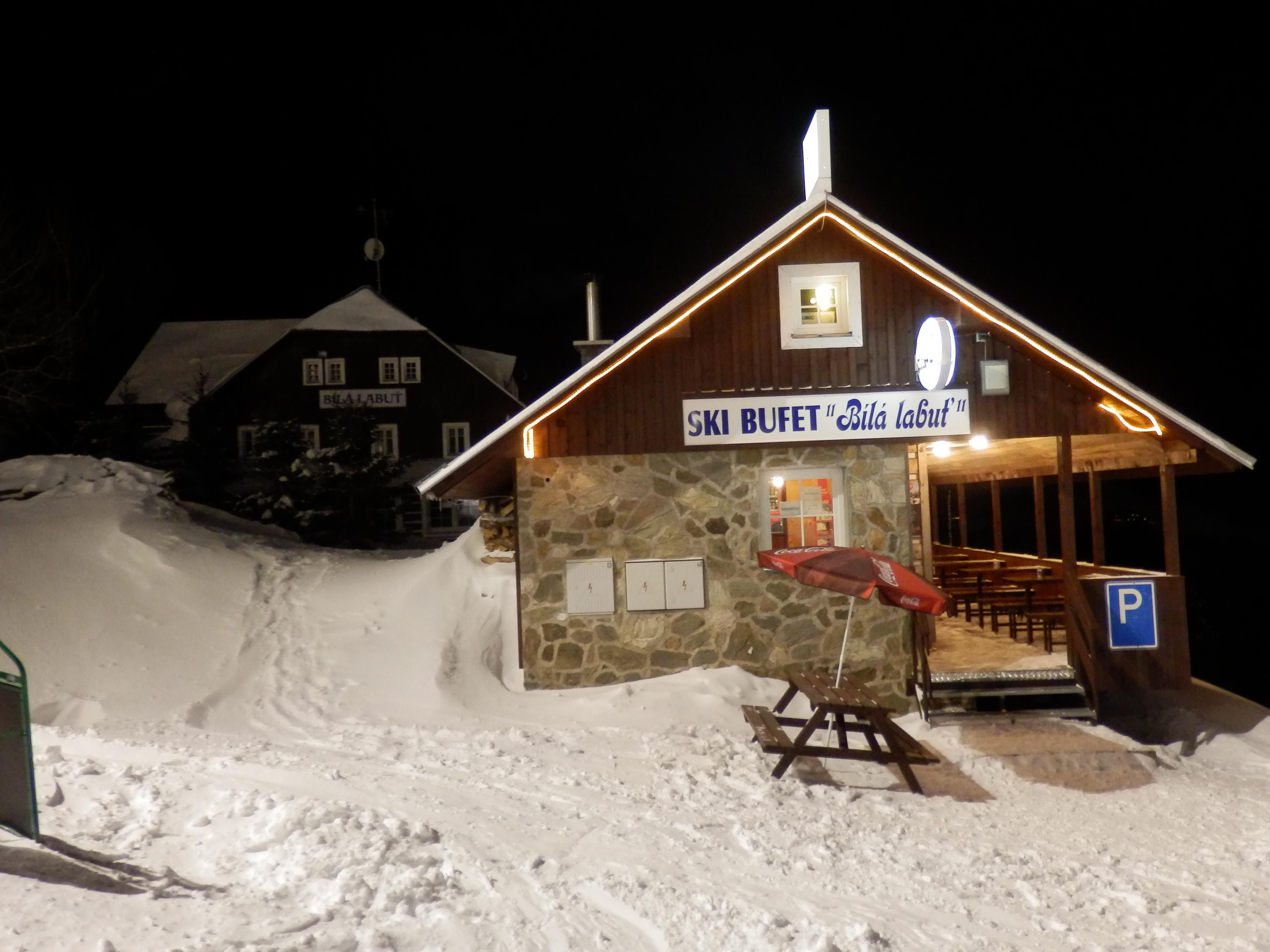 Noční lyžování přímo před pensionem Bílá Labuť